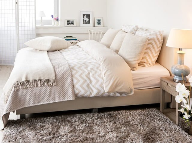 заправленная кровать
