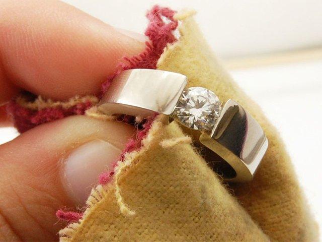 Чем почистить золотое кольцо с фианитом в домашних условиях 82