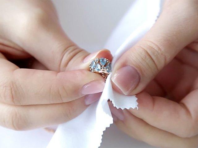 уход за кольцом с топазом