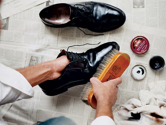 уход за кожаной обувью для придания блеска