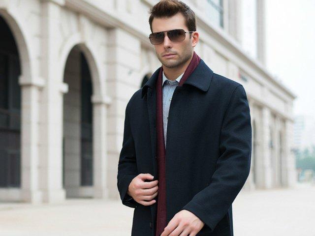 мужчина в кашемировом пальто