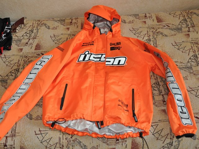 нейлоновая куртка