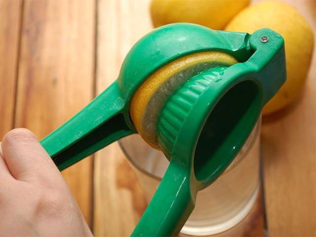 лимонный сок для удаления старых пятен на зонте