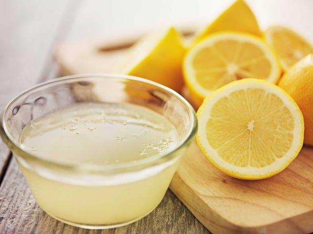 лимонный сок для удаления пятна от арбуза