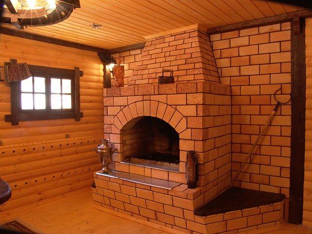 кирпичная печь в деревянном доме