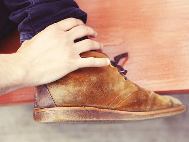 потертости на замшевых ботинках