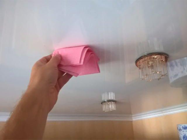 салфетка для ухода за потолком
