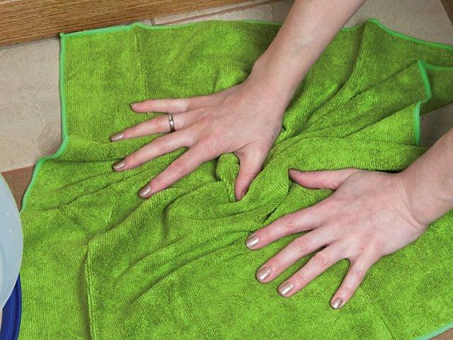 салфетка из микрофибры для уборки в доме