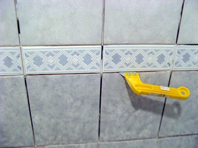Чем отмыть напольную плитку после ремонта