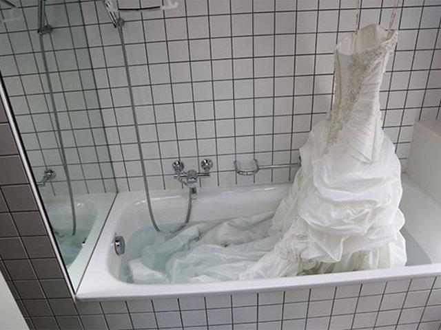 стирка свадебного платья в душе
