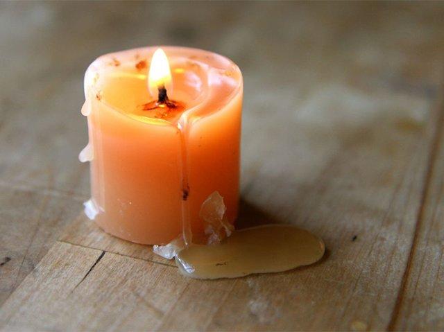 застывший воск от свечи