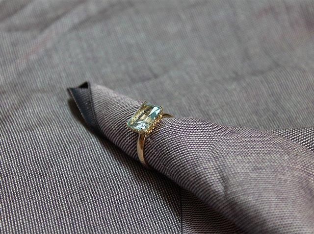 уход за золотым кольцом с топазом