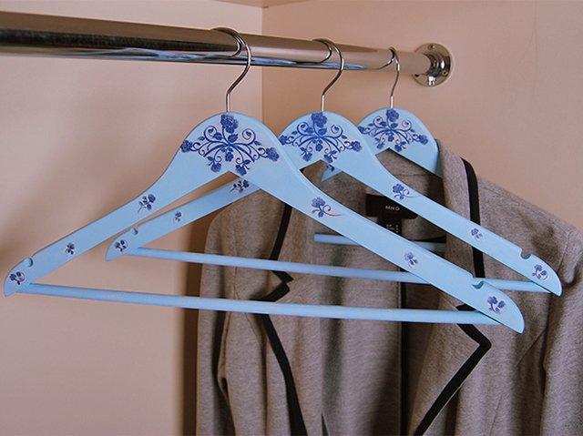 вешалки для хранения одежды в шкафу