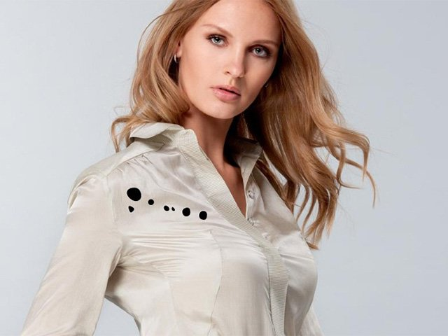 пятна на атласной блузке