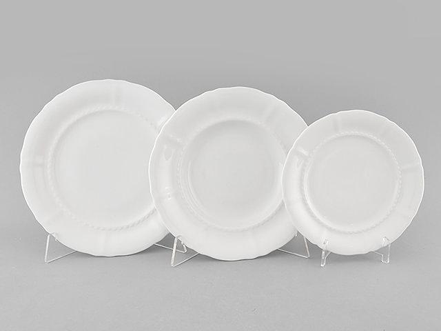 белые фарфоровые тарелки