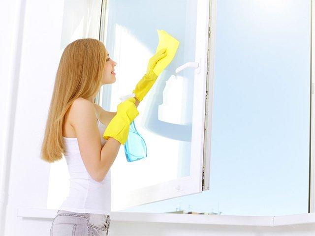 чистка стекол на пластиковых окнах