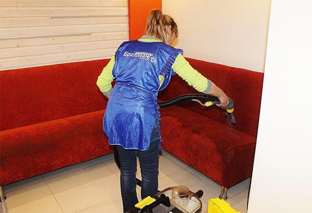 чистка бархатного дивана