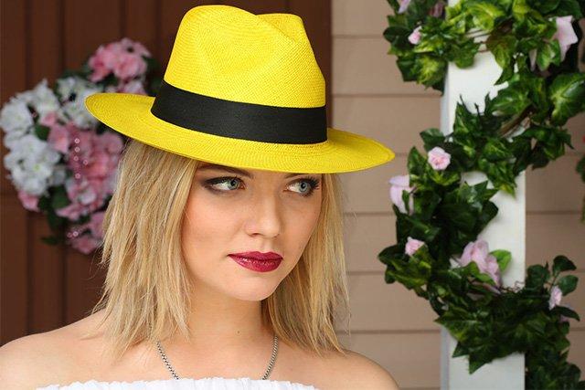 соломенная шляпа пожелтела