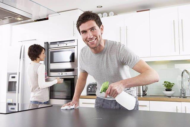 чистка жирных пятен на кухне