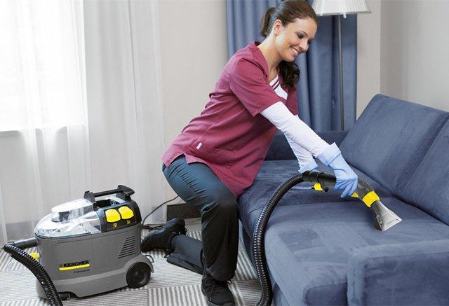 моющий пылесос для очистки дивана от пыли
