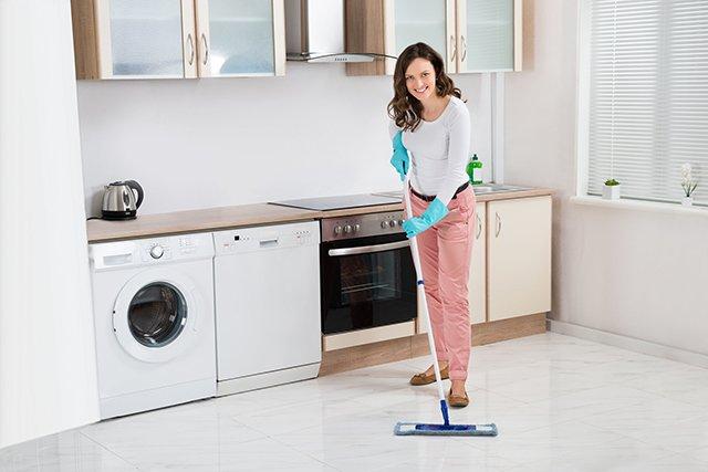мытье полов на кухне