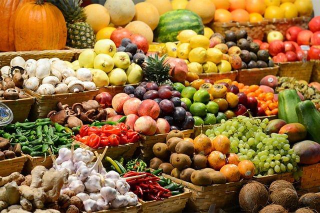 овощи и фрукты из магазина