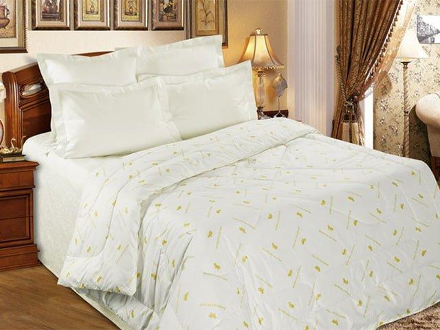 овечье одеяло на кровати