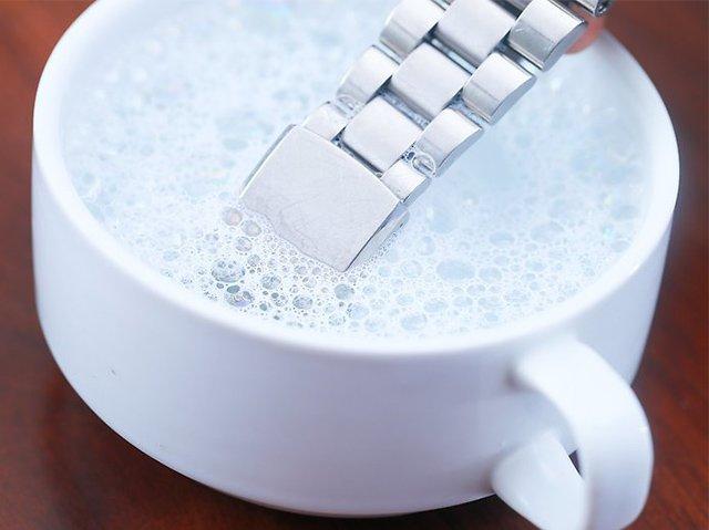 мыльный раствор для чистки часов от царапин