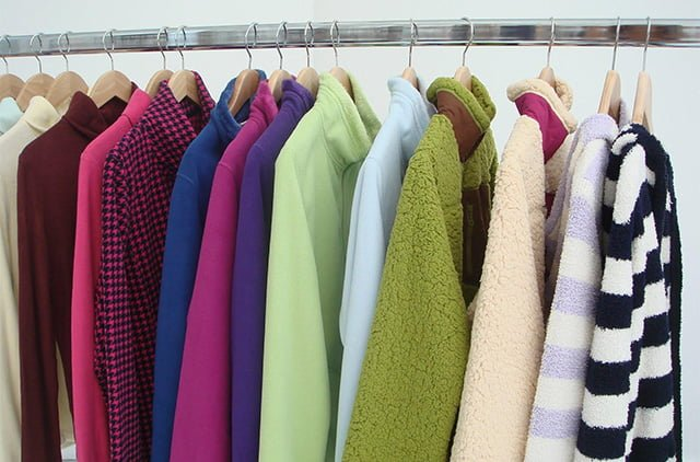 одежда в гардеробе