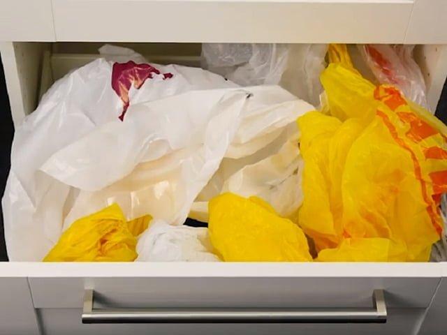 мятые пакеты в ящике