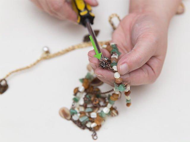 развязывание узла на цепочке