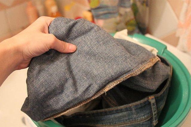 замачивание джинсов