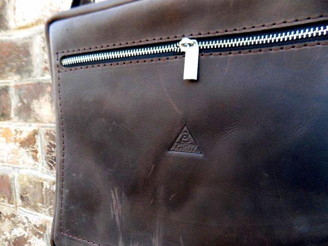 потертости на сумке из кожи