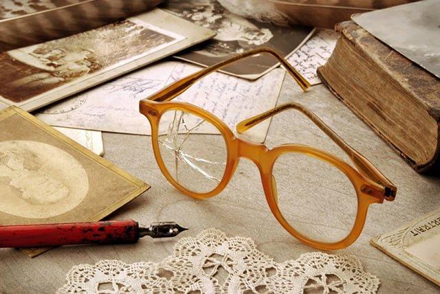 очки с трещинами