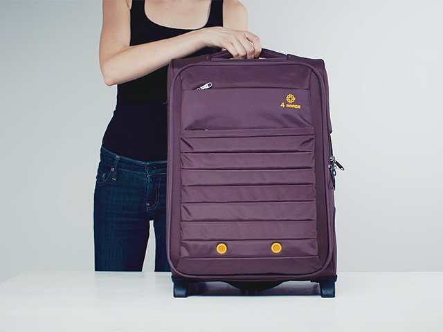 тканевый чемодан на колесах
