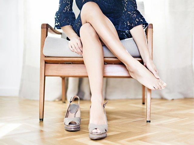 узкие босоножки натирают ноги