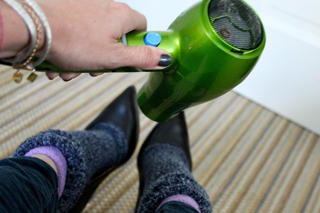 метод разнашивания лакированных туфель