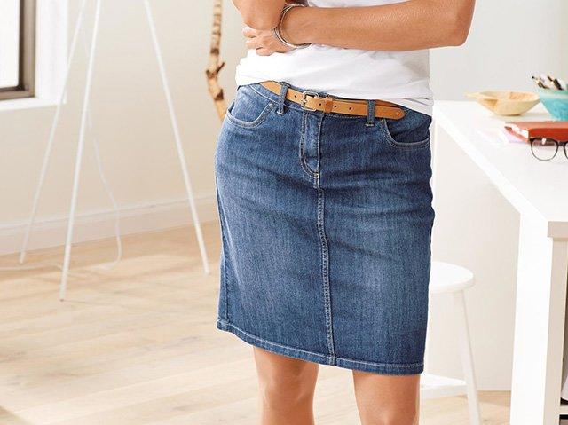 девушка в джинсовой юбке