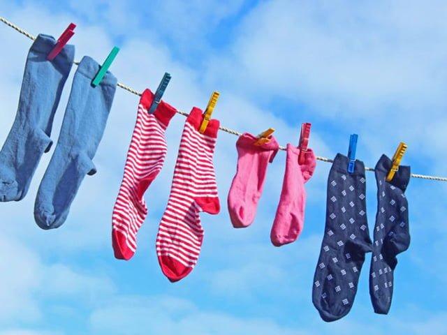 носки сушатся на улице