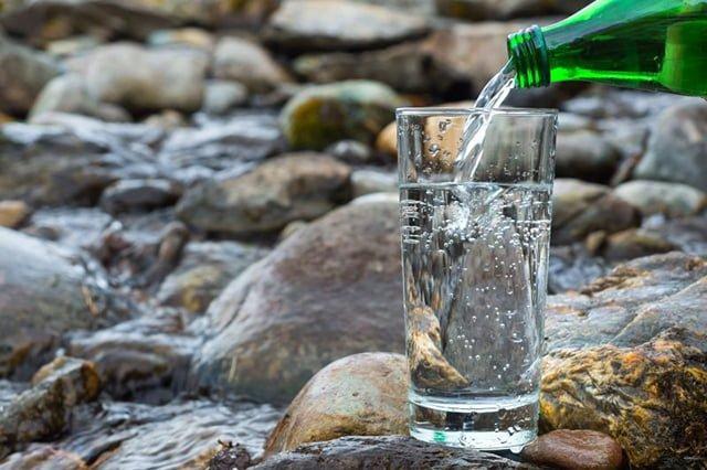 чистая газированная вода