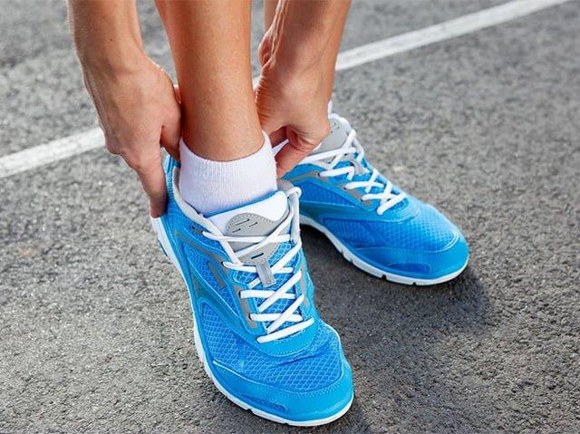 кроссовки натирают ноги