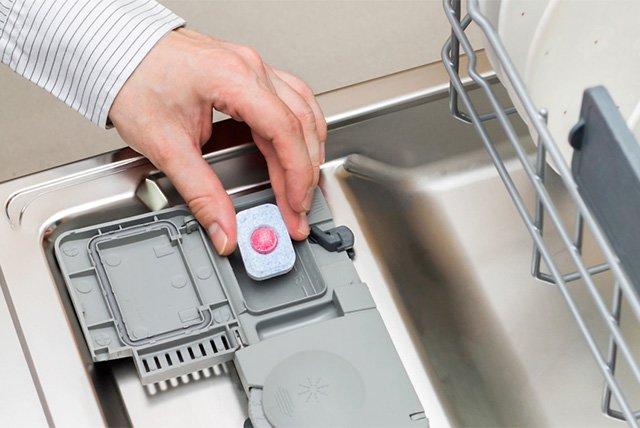 таблетка для мытья посуды в посудомоечной машине