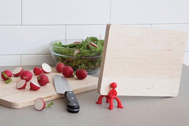 доска из дерева для кухни
