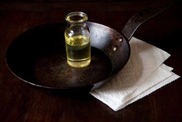 создание антипригарного покрытия на чугунной сковородке