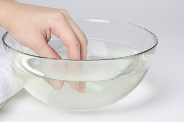 очистка рук от монтажной пены