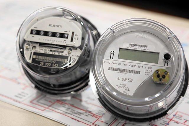 электронный и индукционный счетчики электроэнергии