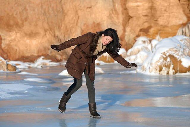 скользит подошва на льду