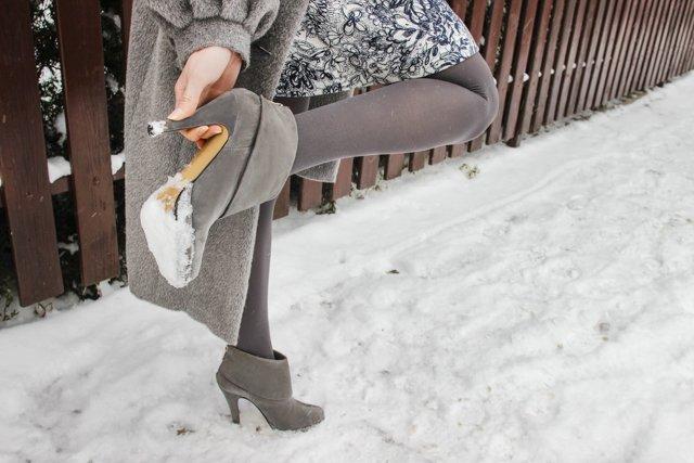 скрипит зимняя обувь при ходьбе