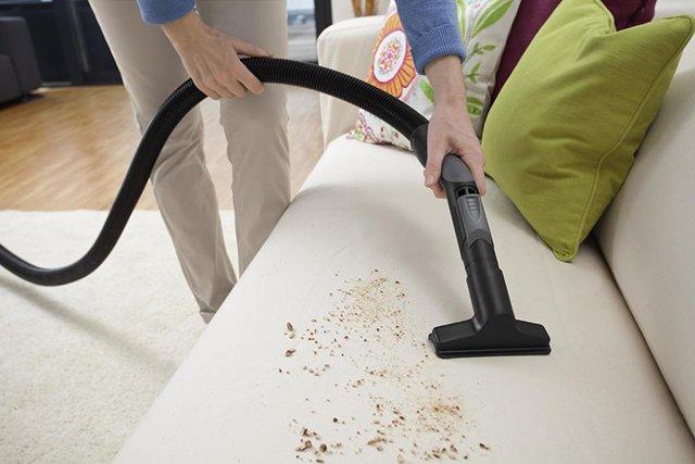 щелевая насадка для чистки дивана