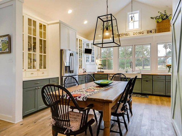 стол из дерева для кухни